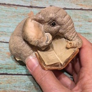 🦋New Listing🦋1995 Stone Critters Elephant & Book